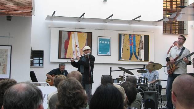 V sobotu večer vystoupil V Týně nad Vltavou Kvartet Jiřího Stivína. Skvělou atmosféru koncertu, jehož posluchači zcela zaplnili atrium Městské galerie U Zlatého slunce, umocnilo i příznivé počasí.