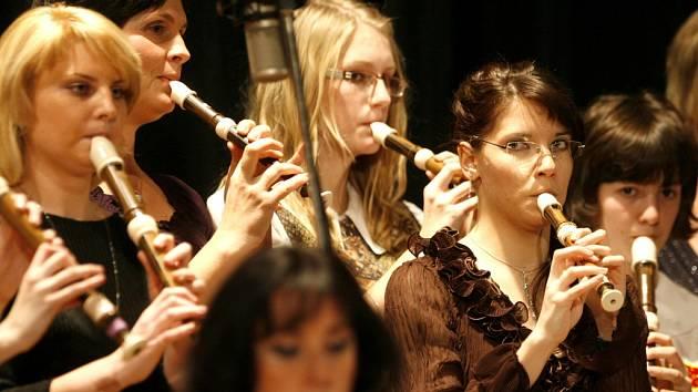Tradiční vánoční koncert Třeboňských pištců, kteří zahrají 20. prosince v Divadle J. K. Tyla v Třeboni, bude letos bohatší o účast Kolegia rozhlasových symfoniků a herce Jana Šťastného.