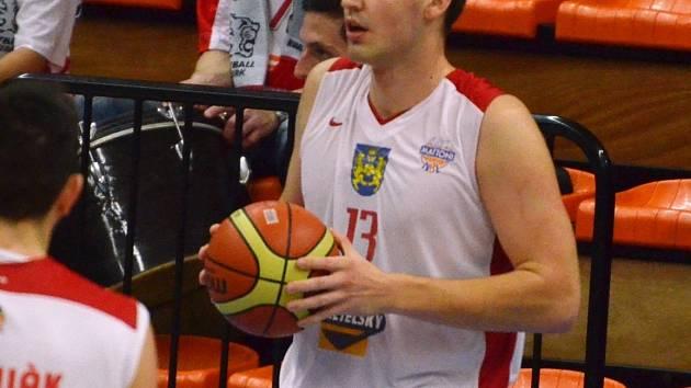 HRÁČ UTKÁNÍ. Tomáš Vošlajer na USK podal vynikající výkon. Zaznamenal 17 bodů a 10 doskoků, velmi dobře také bránil na straně soupeře obra Chána. Po zásluze tak byl zvolen nejlepším hráčem utkání.