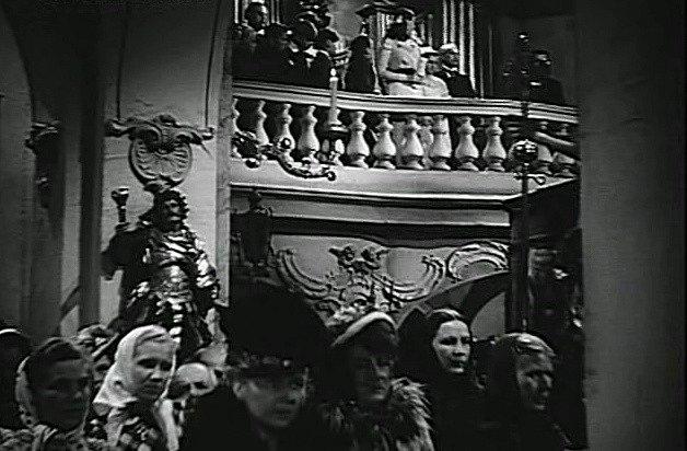 Kostel sv. Klimenta, původně raně gotický chrám z I. poloviny 13. století, později barokně přestavěný, hraje ve filmu důležitou roli.
