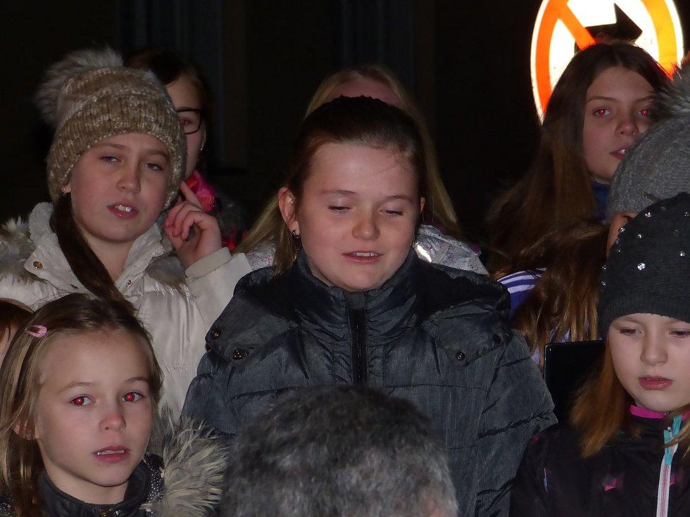 Do letošního ročníku Česko zpívá koledy se zapojili i v Pištíně.