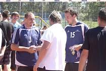 Zlato z rukou Luboše Vašiny pro Luboše Zitu a Michala Sukubu (zleva)