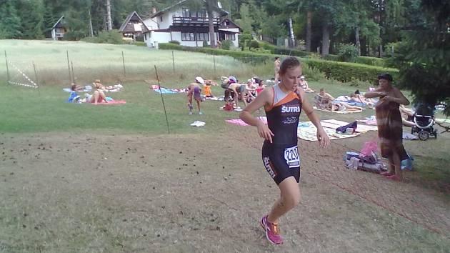 DRUHÁ skončila v Hlincové Hoře prachatická triatlonistka Eliška Korytarová.