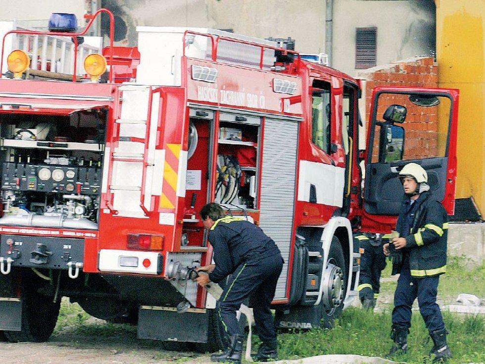 BOJ S OHNĚM.Jihočeští hasiči vyjeli loni k 1067 požárům.