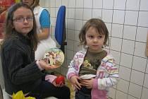 Redaktoři Deníku věnovali dětem, které trávily vánoční čas v českobudějovické Nemocnici, DVD s Ferdou Mravencem.