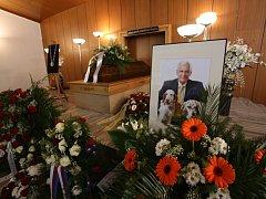 Filmový architekt a scénograf Jindřich Goetz měl 16. března pohřeb na Lesním hřbitově v Písku. Zemřel ve věku 76 let, žil v Nové Vsi U Protivína.