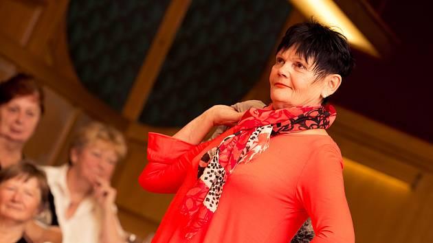 V úterý se v besedě uskutečnil třetí ročník módní přehlídky Seniors défilé.