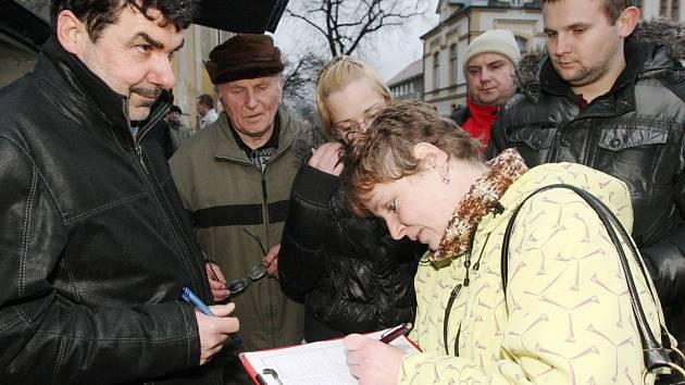 Rudolfovští bojují proti stavbě chat v okolí peticí. Podepsalo jí více než pět set lidí.