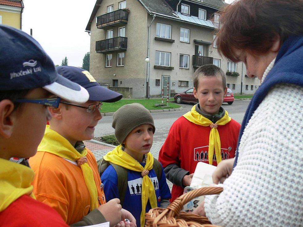 Členové skautského oddílu Kometa z Horní Stropnice uspořádali včera tradiční sbírku na postavení školy v Africe.