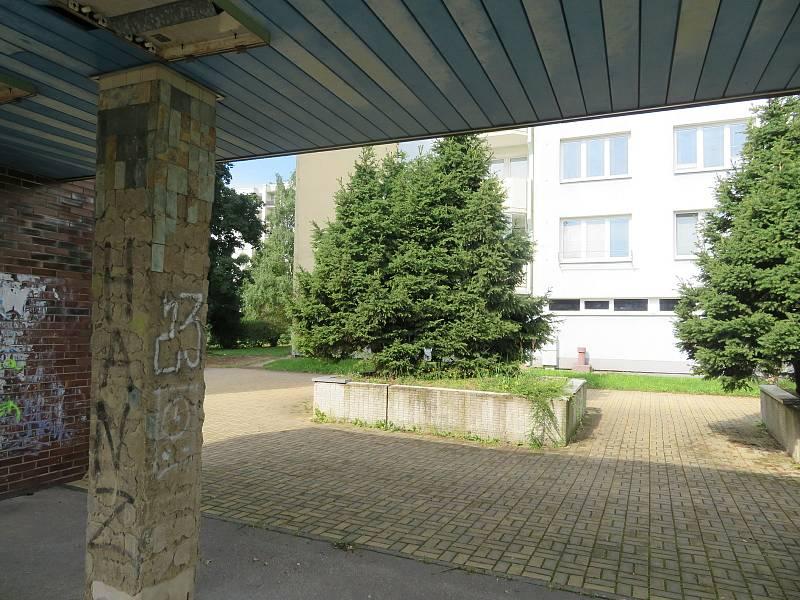 Od sobotního dopoledne řeší českobudějovičtí kriminalisté okolnosti násilného úmrtí dvou lidí, ke kterému došlo na českobudějovickém sídlišti Vltava.