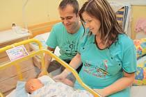 Matyáš Fiala se narodil v prachatické porodnici v pátek 18. prosince v 7.37 hodin. Vážil 3,65 kg. Rodiče Iveta a Petr si prvorozeného syna odvezli domů do Dubičného u Českých Budějovic.
