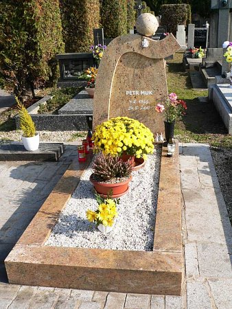 Hrob Petra Muka na hřbitově vČeském Krumlově.