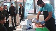 Všech osm fakult Jihočeské univerzity v pátek otevřelo dveře zájemcům. Lidé si mohli prohlédnout učebny, připraven byl i doprovodný program. Snímek je z Fakulty rybářství a ochrany vod.