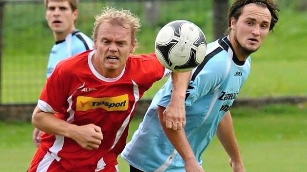 V zápase Dražic s Osekem (6:2) dal Horka (vpravo v souboji s oseckým Kostkou) dva góly vítězů.