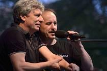 Jiří Pavlica a Hradišťan a Vlasta Redl s kapelou koncertovali 21. dubna v českobudějovickém Metropolu, měli vyprodáno. Snímek z koncertu na pražském Střeleckém ostrově.