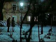 Jedna z nočních scén v Písku na hlavní trase v Palackého sadech. Za chvilku se někde v těchto místech odehrála neplánovaná roztržka s místním opilcem, který chtěl poškodit filmařskou techniku.