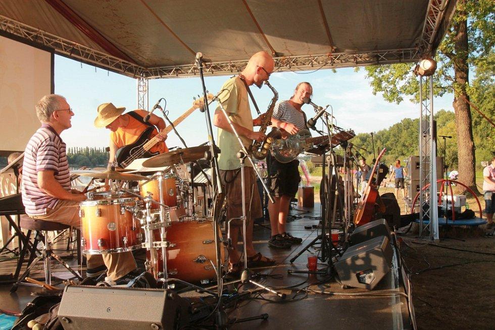 Koncert zahájila skupina Pánská šatna.