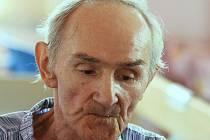 Bohumil Němeček na snímku z konce dubna z ústecké nemocnice, ve které se léčil po těžkém zápalu plic. Pár dní nato legendární boxer odešel do nebeského ringu.