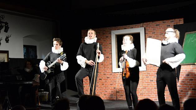 Čím vším si v minulém roce prošel divedelní soubor Křížžáci z Hluboké nad Vltavou? Foto: Divadelní festival 2019