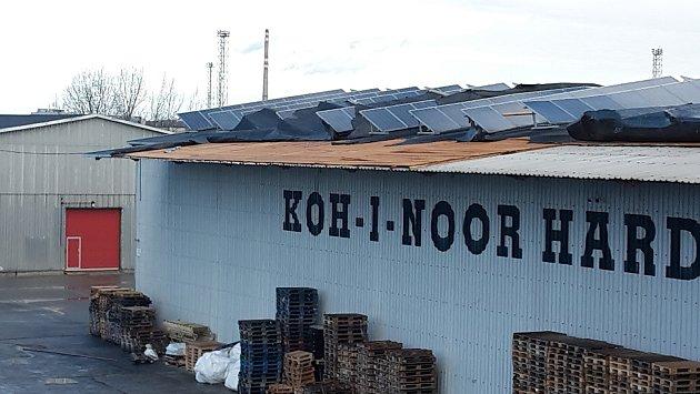Orkán Sabine se vyřádil ina střeše skladu firmy Koh-i-noor.