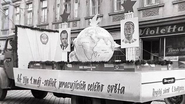 Kdysi dům U Pomahačů  dne 1. 5. 1951