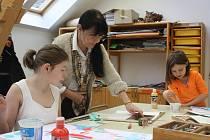 Alena Jankovská se věnuje dětem v arteterapeutickém ateliéru centra Arpida. Díla z ateliéru jsou k vidění třeba na soutěžích nebo výstavách.