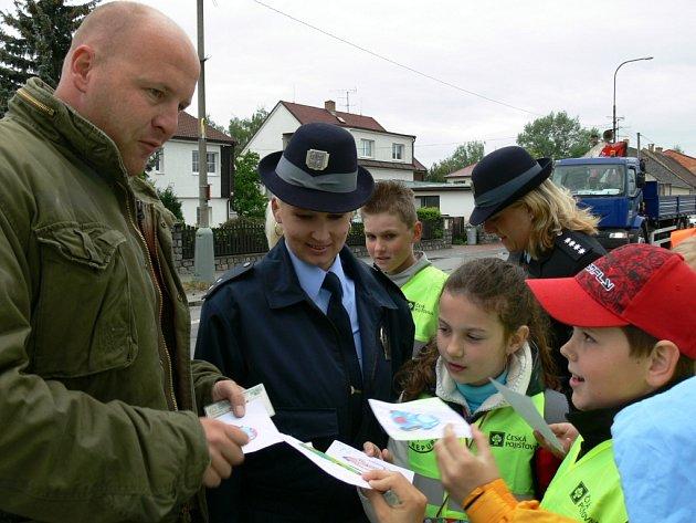 Děti si vyzkoušely práci policistů.