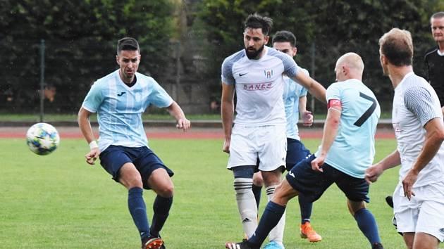 O víkendu pokračuje i fotbalová divize. Jindřichohradecký celek čeká na Složišti derby s béčkem Dynama. V tom předchozím utrpěli debakl 1:7 v Soběslavi.