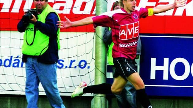 David Horejš se raduje ze svého gólu, díky němuž Dynamo v nastaveném čase zachránila cenný bod.