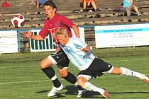 Milan Nitrianský (v derby v S. Ústí uniká Mourovi) sice začal sezonu v juniorce Dynama, poté ale přešel pomáhat prvoligovému dorostu. Oblékal i dres české devatenáctky v kvalifikaci ME.
