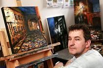 Pětačtyřicetiletý malíř Josef Balek získal nedávno ve Francii medaili za techniku.