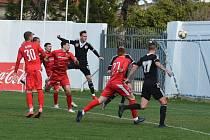 Soustředění na kypru fotbalisté Dynama zakončili porážkou s FK Süduva Mariampolé 0:2 (na snímku z tohoto zápasu hlavičkuje Patrik Čavoš).
