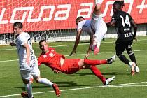 Fortune Bassey z této šance hradeckého brankáře Fendricha nepřekonal: Dynamo hrálo v neděli doma s Hradcem Králové vyrovnaný zápas.