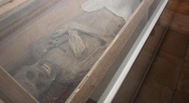 Mumie jede na kontrolu.