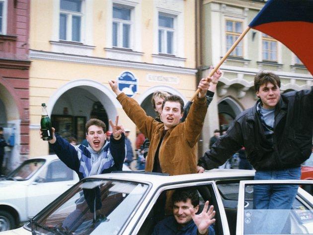 V pátek tomu bylo na den přesně deset let, co Čeští hokejisté na zimní olympiádě v Naganu získali historické zlato. Obrovský úspěch slavily po celé zemi statisíce fanoušků, České Budějovice nebyly výjimkou.