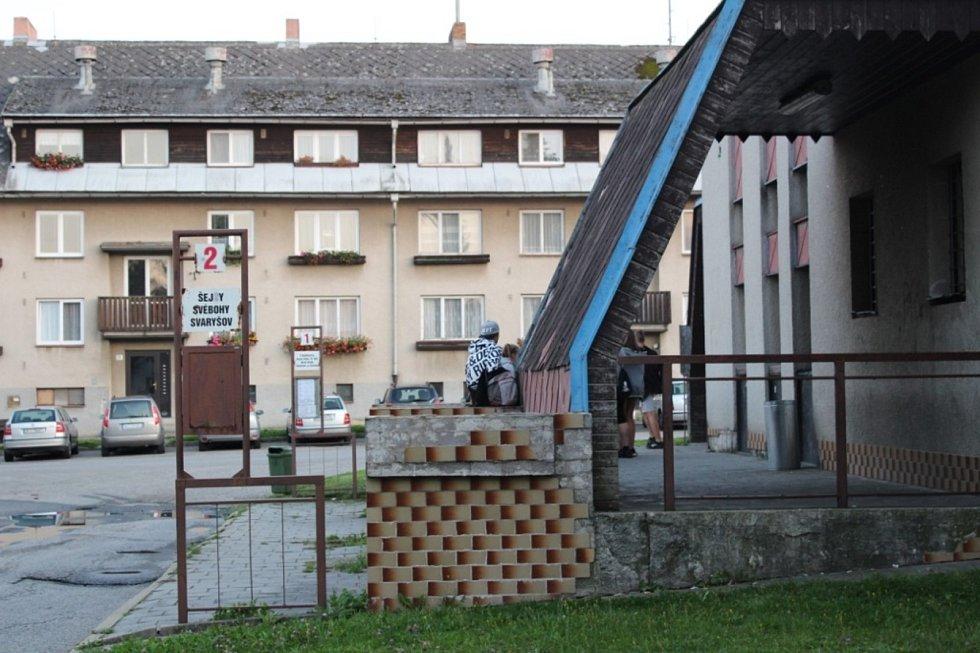 Autobusové nádraží v Horní Stropnici proměnila rekonstrukce, jejímž investorem byla skupina GW Jihotrans. Další práce čekají na stavební povolení pro projekt obce.