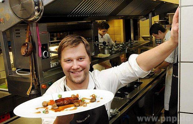 Kuchař, který vaři fotbalistům.