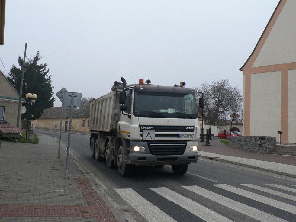 Městys Ševětín. Náměstí. Bývalý hlavní tah od Budějovic.