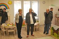 Do školky v Domově důchodců v Dobré Vodě budou děti chodit od dubna. Prohlédla si ji hejtmanka Ivana Stráská.