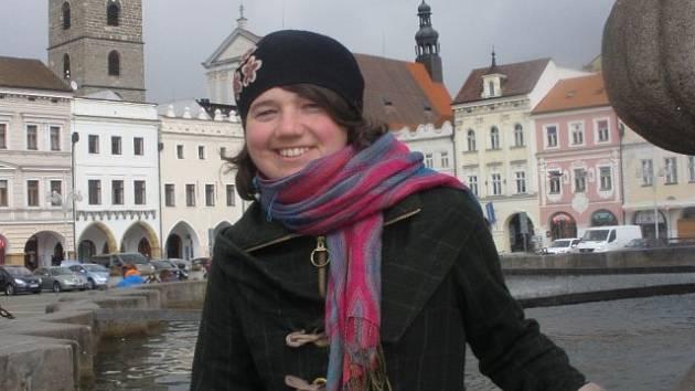 Angličanka Natalie Jane Czaban má ráda českobudějovickou městskou architekturu i zdejší pivo Budvar.