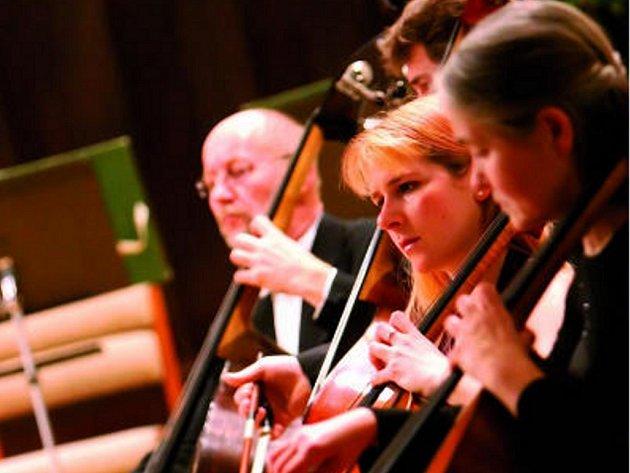 Snímek jednoho z koncertů loňského orchestrálního cyklu.