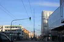 Stěhování kovových konstrukcí na střechu budějovického  IGY.