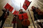 Kvarteto Jihočeské filharmonie zahrálo 20. června v chladicí věži Jaderné elektrárny Temelín. Zazněly skladby Mozarta, Debussyho a Dvořáka. Zleva Martin Týml, Kristýna Kočová, Jiří Šlechta a Eva Mrkvicová.