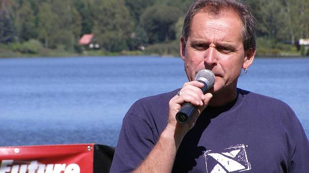 Tradiční triatlon ve Zlivi bude připraven, stejně jako jeho ředitel Karel Strolený, v okolí rybníku Mydlák o tomto víkendu.