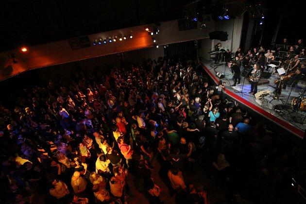 Rocková skupina Keks a Jihočeská filharmonie zahrály společně 22.října včeskobudějovickém DK Metropol.