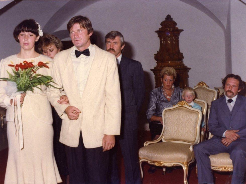 Spisovatel Miroslav Hule, svatba s druhou ženou Monikou, 1989, Červená Lhota.