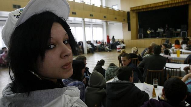 Na akci Nejmilejší koncert se v sobotu v ševětínském kulturním domě sešlo asi 200 dětí z osmi dětských domovů. Když některé dívky zpívaly o mámě, bylo to hodně dojemné.