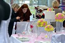 Zlatníci, cukráři, svatební salony, fotografové a další se představí na Svatebním veletrhu. Ten se koná v sobotu od 10 do 18 hodin na budějovickém výstavišti. Snímek je z loňského roku.
