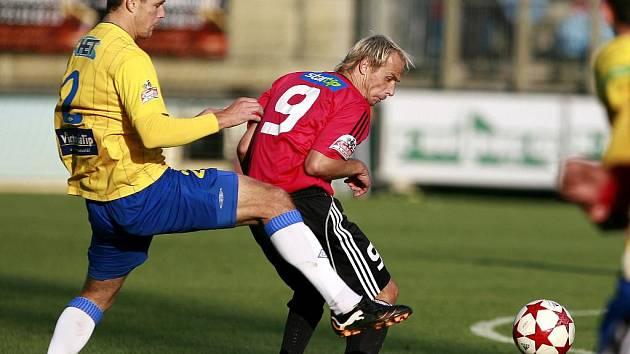Rudolf Otepka, jenž proti Teplicím hrál 400. zápas v lize, mohl ve druhé půli vyrovnat z penalty za Vachouškovu ruku vyrovnat, teplickou branku však překopl.