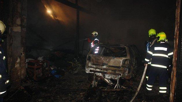 Úterní požár stodoly v Ločenicích.